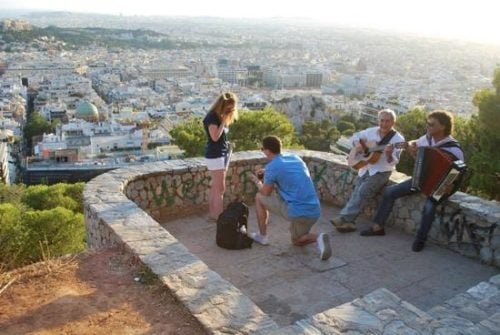 ben proposing in a tour in Athens